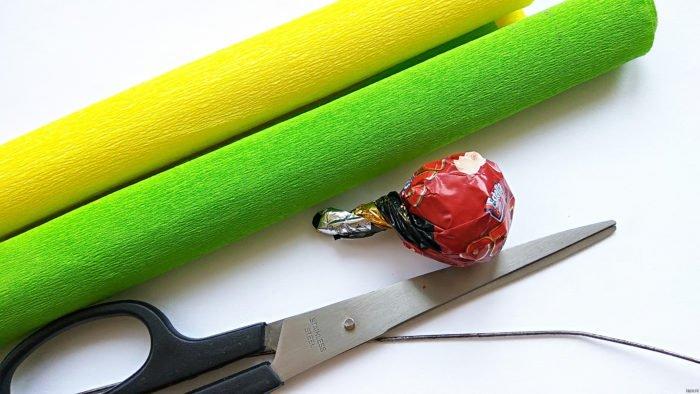 Как сделать хризантему с конфетой своими руками